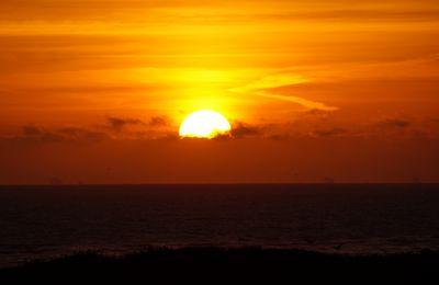 Ich sah wie die Sonne den Himmel küßte...................