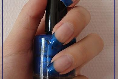 French manucure bleue
