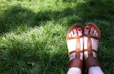 ... leurs orteils aiment le vernis, surtout l'été