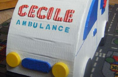 urne en carton ; ambulance