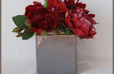 Composition florale artificielle couleur fushia