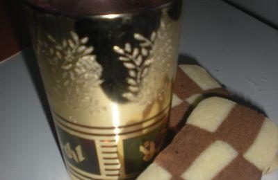 De retour les amis avec des bons petits sablés pour accompagner le thé ou le café
