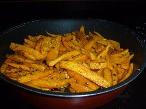 Oeufs sur le plat et frites de patates douce