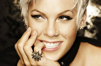 "Pink : Clip ""Just Give Me A Reason"""