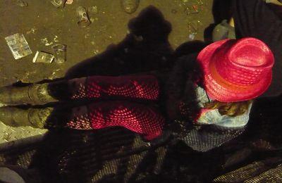 Dour c'est l'amour Une journée au Festival de Dour 2012 avec des bottes des collants roses The Rapture et moi