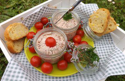 """Tartinade de jambon, fromage qui """"rigole"""", moutarde à l'ancienne et échalote"""