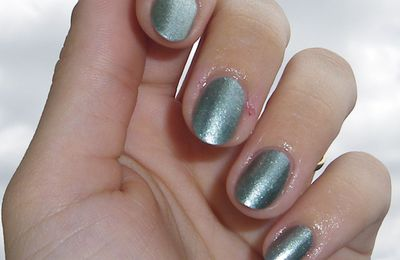 L.A. Colors - Metallic green