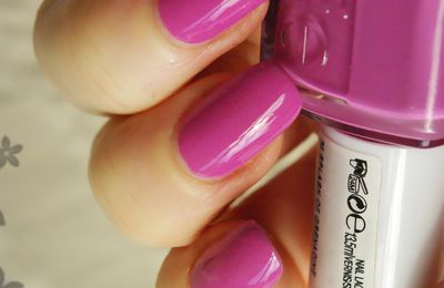 "Essie n°36 ""Splash Of Grenadine"""