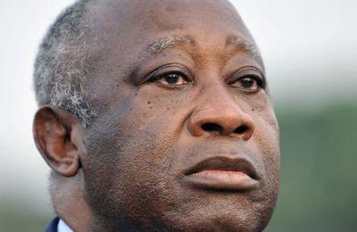 Gbagbo dénonce les frappes de l'ONU et de la France alors qu'il combat Ouattara avec des soldats angolais!