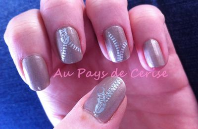 Nail art : vernis Essence et stickers