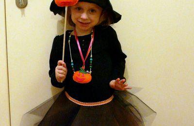 Une jolie sorcière ou Comment faire déguisement d'Halloween en 2 heures