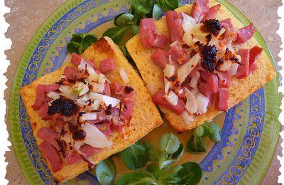 Tartines gratinées au bacon et tomate rigolote à la brousse