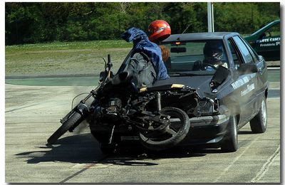 ACCIDENT AUTO CONTRE CYCLO !