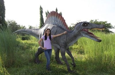 Reproduction de dinosaure grandeur nature en résine