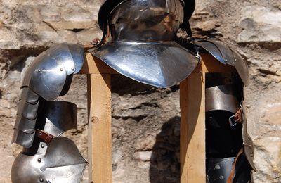 Découvrir armes et armures du Moyen-Age