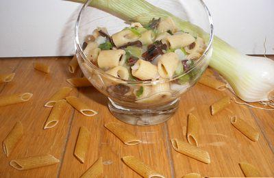 Pâtes complètes aux champignons noirs et oignons verts (ou oignons nouveaux)