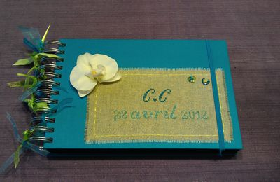 Livre d'or anis et turquoise: enfin!!