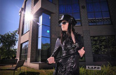 Joanne Puzzle : sexy girl police chez Patrice Catanzaro ...