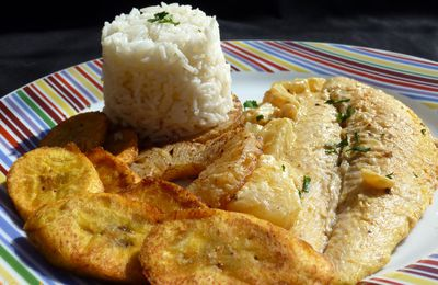 Filet de perche sauce coco-curry et sa garniture ananas et banane plantain