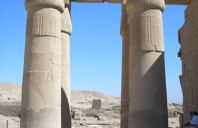 """La """"sala de las barcas"""" o """"la sala astronómica"""" del Ramesseum"""