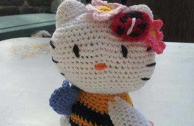Hello Kitty Abeille