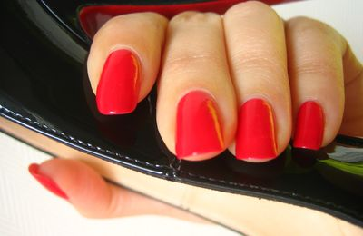 "OPI ""Dutch Tulips"" et Loubies ""Titi"""