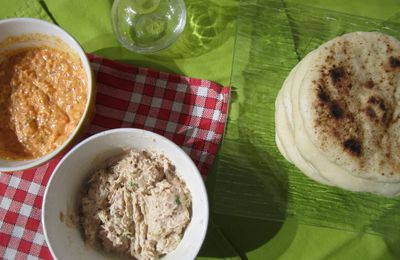 Pains pita, ktipiti et rillettes de thon au curry
