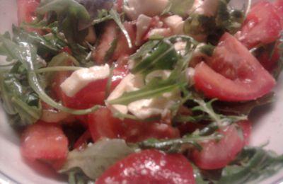 Salade de roquette,tomates,mozzarella