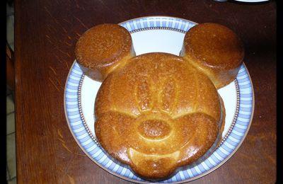 Dessert ludique et rigolo: un gâteau mickey mousse!
