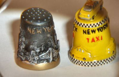 A PAIR OF NEW YORK NOVELTY SOUVENEIR THIMBLES .