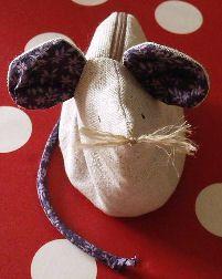 Animali di stoffa: un topolino portamonete