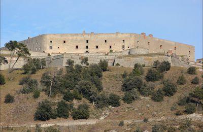 LE PERTHUS (Chateau de Bellegarde)