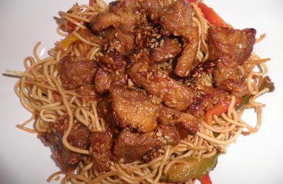 Nouilles chinoises aux poivrons et porc caramélisé