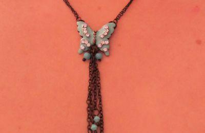 Collier Papillon Bleu NEUF