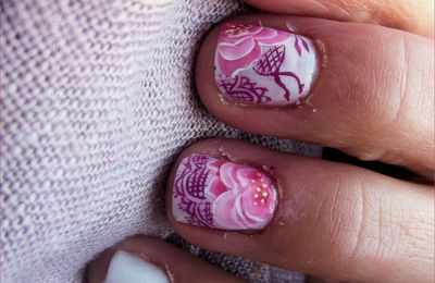 Nail art douce rose