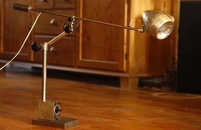 Création d'une lampe articulée récup' aimant industriel, ancien phare de vélo Radios des années 30