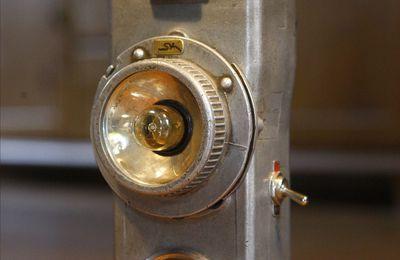 Création unique récup' lampe portative en métal esprit atelier, industriel, vintage