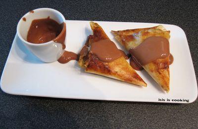 NEMS A LA BANANE ET SAUCE CHOCOLAT
