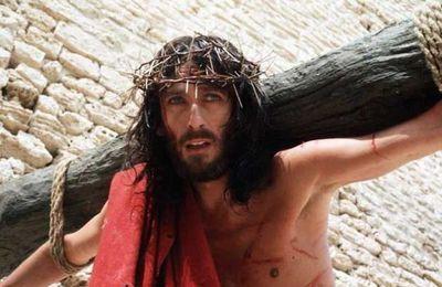 Le saint Vendredi, où Dieu est mis en croix