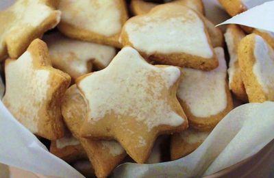 Le livre rouge des Biscuits de Noel : Biscuits citron et miel aux emportes pièces