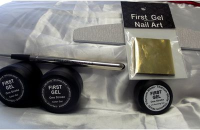 gel peint one stroke + foils Nail house milay