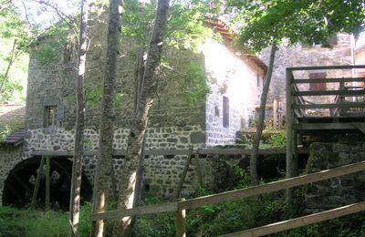 Le moulin de Vignal à Apinac (42550)