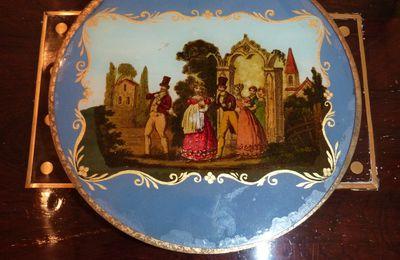 Boite à bonbons, fixé sous verre romantique, époque Charles X