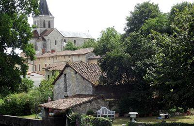 Verteuil sur Charente, l'église et le moulin