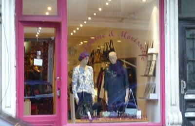 Dans les petites boutiques que j'affectionne beaucoup, il y a… Delphine et Morissette