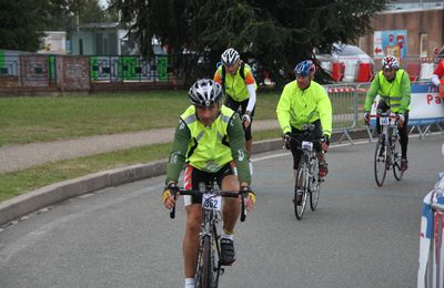 Rétro Paris- Brest- Paris 2011 - l'arrivée à Guyancourt(4).