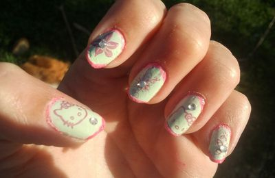 "Nail art ""Hello Kitty"""