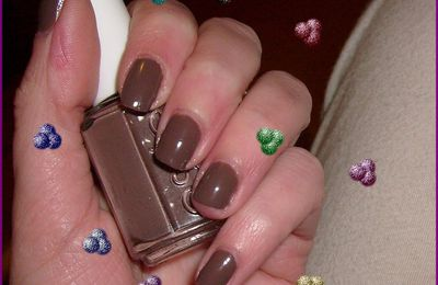 Essie. Hot Coco