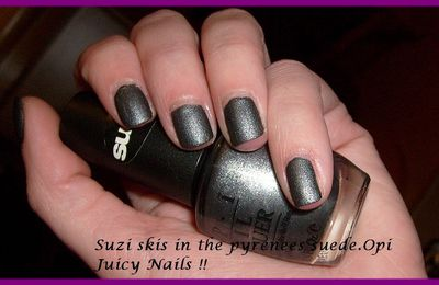 Suzi skis in the pyrenees. Suede.Opi