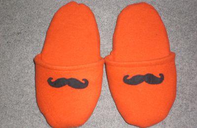 Pantoufles moustaches